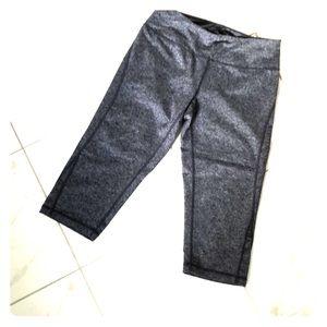 Zella size 4 heathered grey Capri work out pants